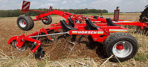Terrano 3 FX Horsch product image - side view